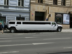 stretch-limo-377512_1280